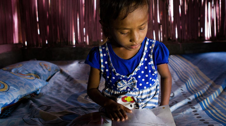 Farah education indonesia children learning to read
